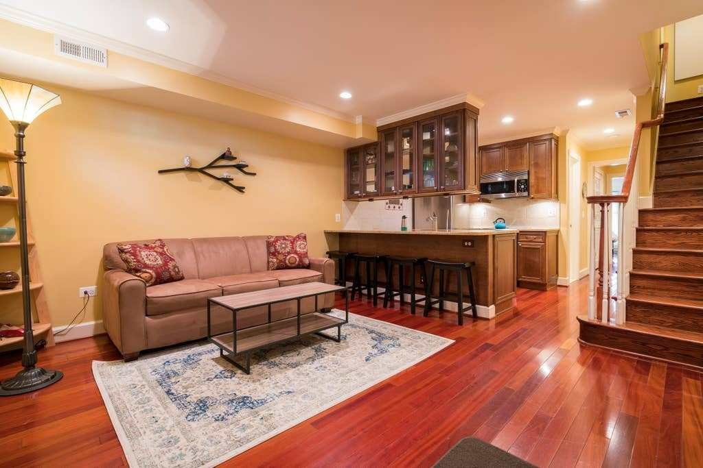 Best Renovated One Bedroom Apt In Historic Old Town Apartments For Rent In Alexandria Virginia With Pictures