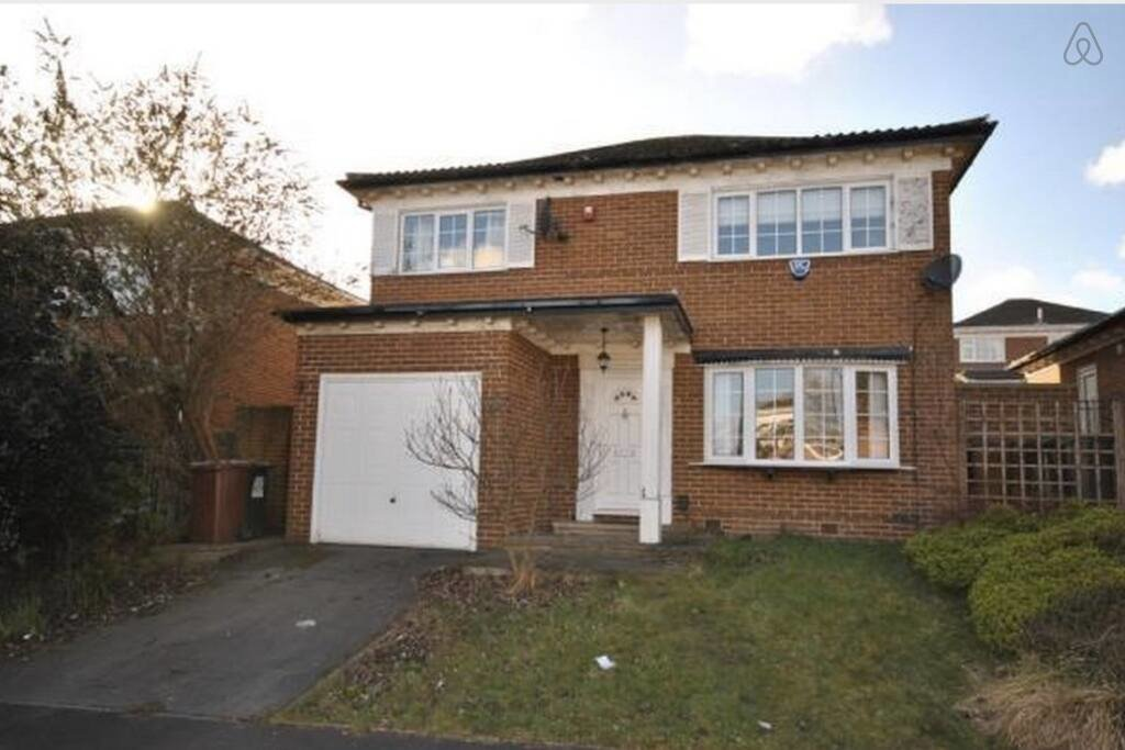 Best Double Room At Leeds Detached House Houses For Rent In With Pictures