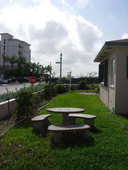Best 1 Bedroom Beachside Apartment Apartments For Rent In West Palm Beach Florida United States With Pictures