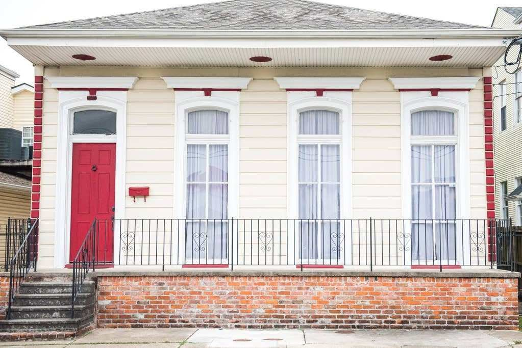 Best 3 Bedroom Gem Steps To St Charles Streetcar Line With Pictures
