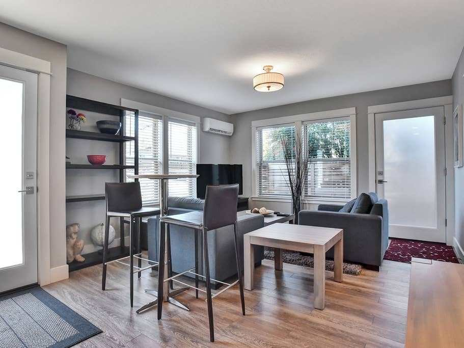 Best Yukon Getaway One Bedroom In Sellwood Apartments For With Pictures