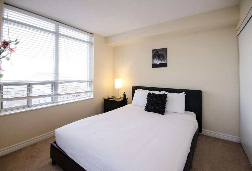 Best Junior 2 Bedroom Near Square One Mississauga With Pictures