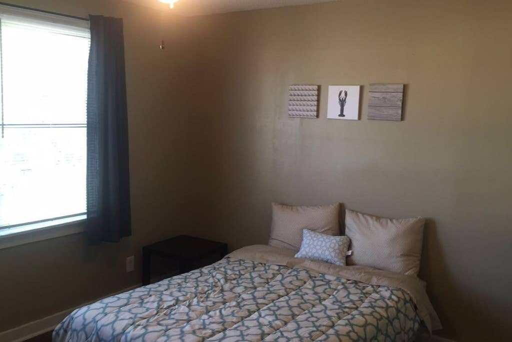 Best Newly Renovated 2 Bedroom Apt Near Downtown Mont With Pictures