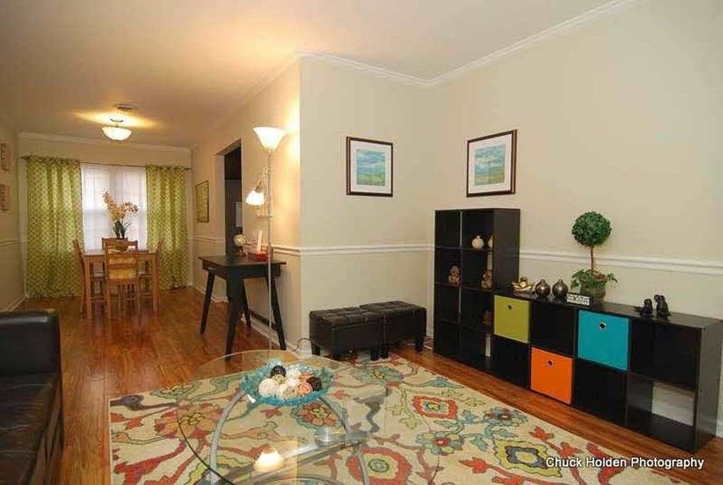 Best Charming And Quiet 2 Bedroom Near Downtown Condominiums With Pictures