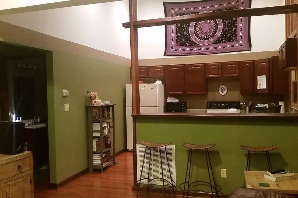 Best A Cozy 1 Bedroom Near Downtown Knoxville Apartments For With Pictures