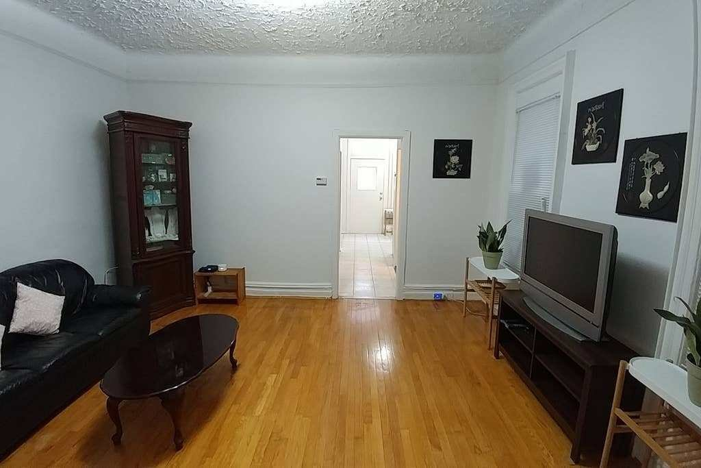 Best 3 Bedroom Apartment Yard Next To Subway Sleeps 6 With Pictures