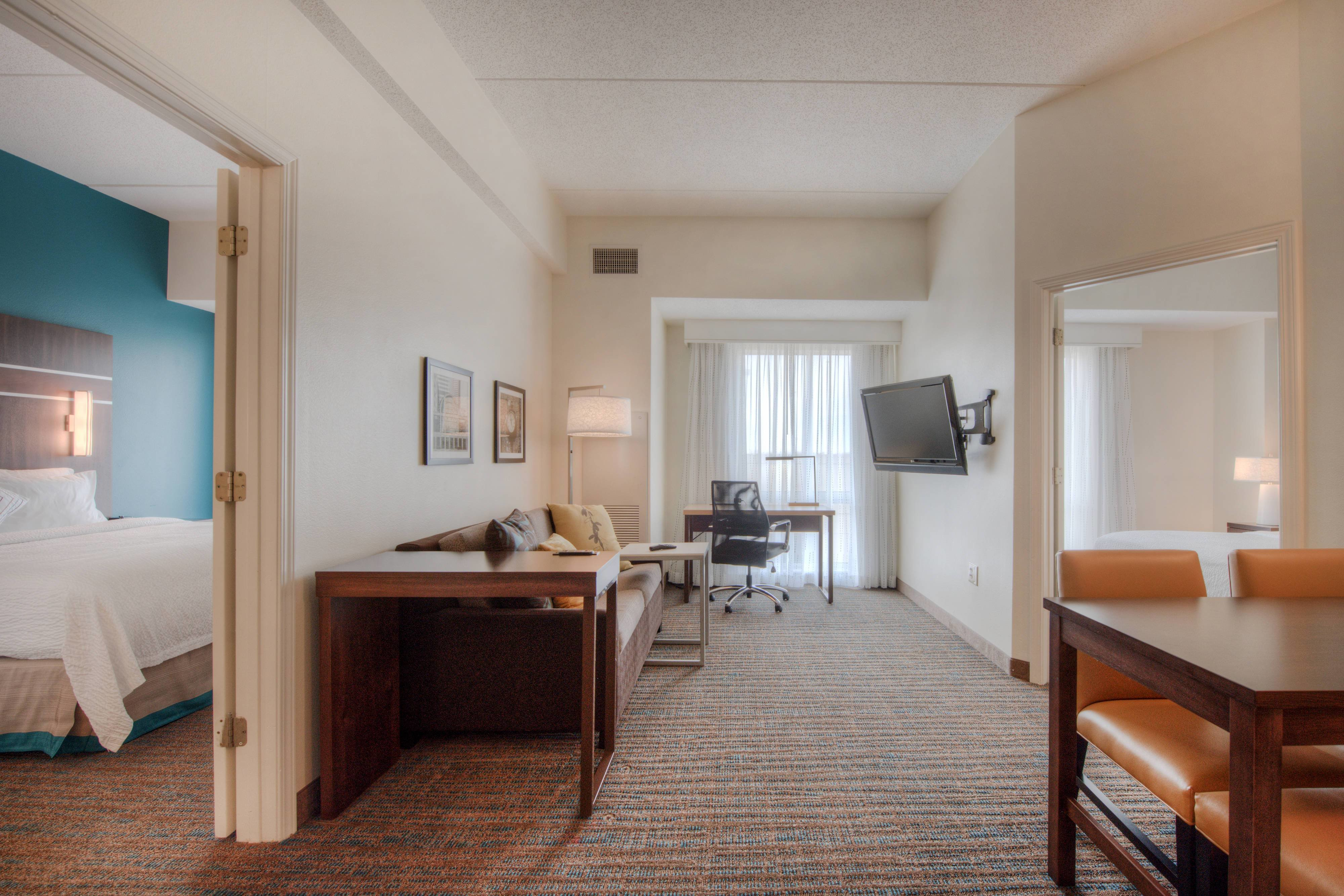 Best Hotel Rooms Amenities Residence Inn Charlotte Uptown With Pictures