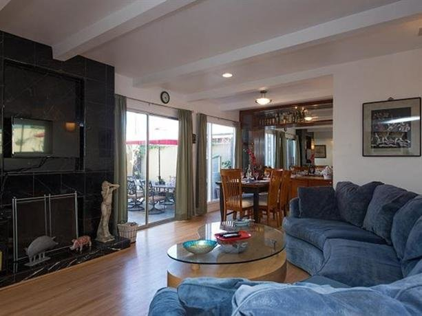 Best 3 Bedroom Community House Los Angeles Compare Deals With Pictures