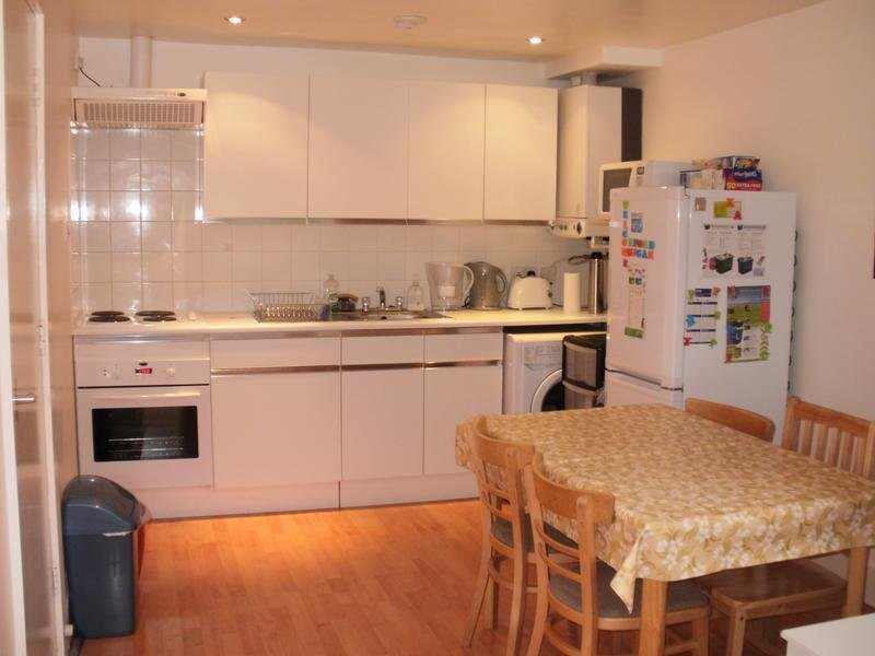 Best Furnished Single Room To Let In 2Bd Flat On Av September With Pictures
