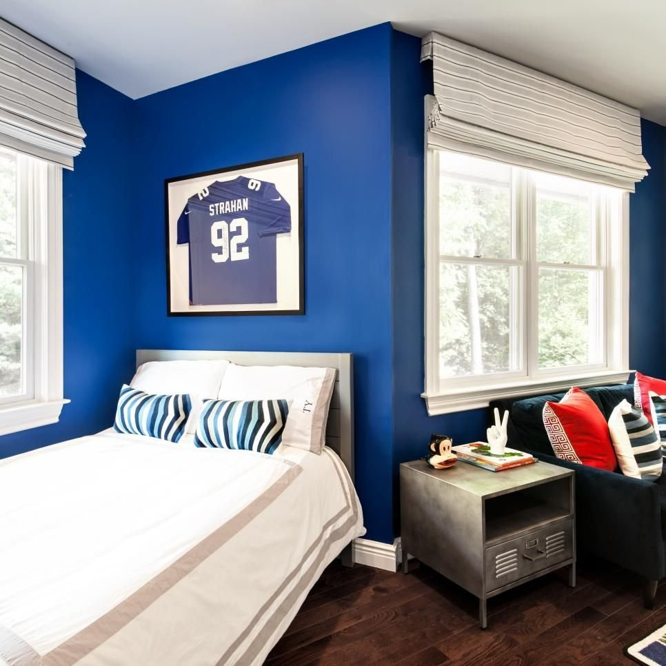 Best Royal Blue Bathes The Walls Of This Kid S Bedroom A Vibrant Backdrop For Treasured Collectibles With Pictures