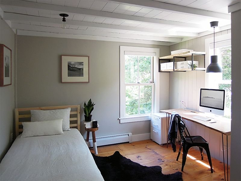 Best An Antique Connecticut Farmhouse Made Modern Apartment Interiors Guest Bedroom Office With Pictures