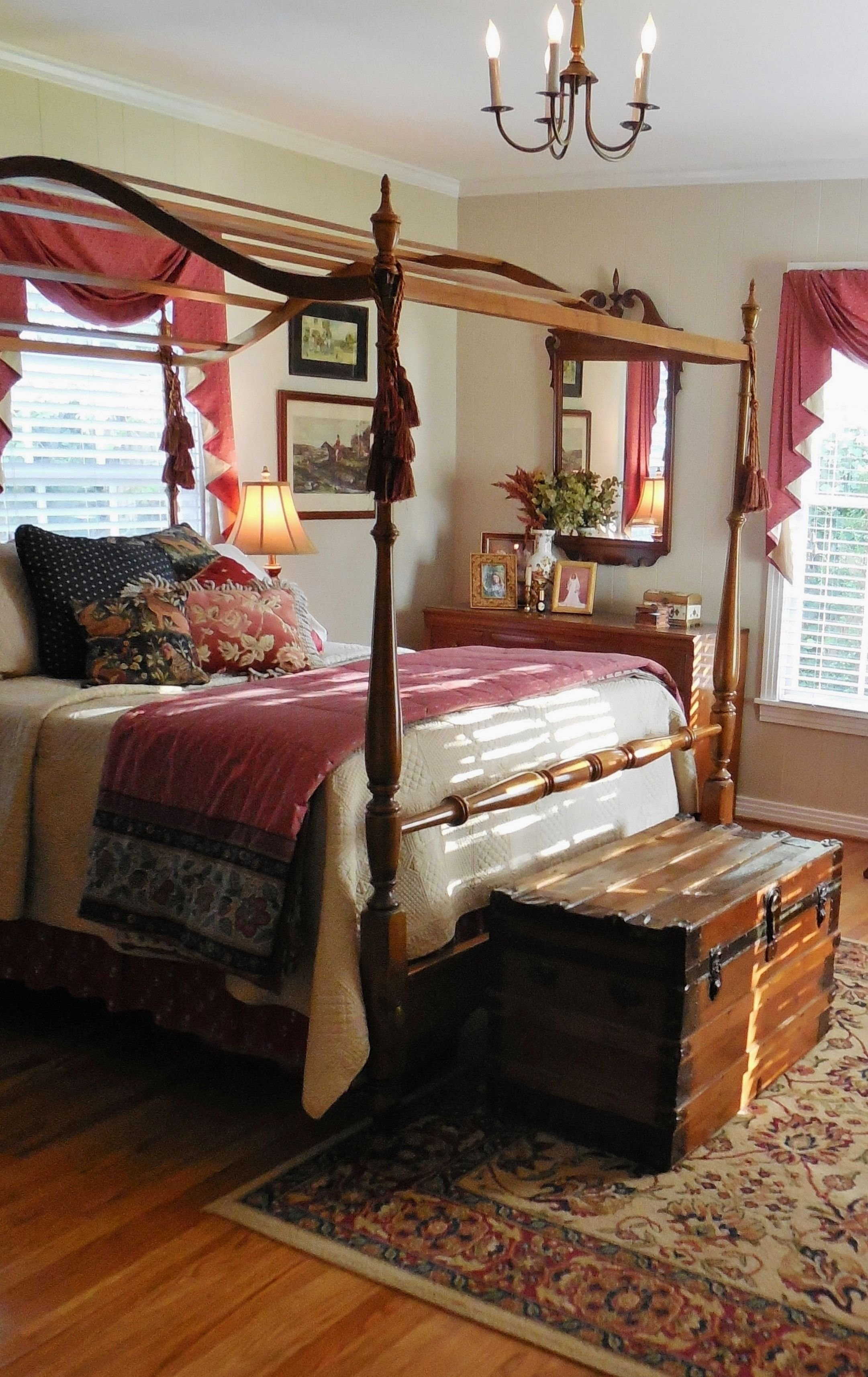 Best Lovely Colonial Style Bedroom Colonial Style Early American In 2019 Modern Bedroom Decor With Pictures