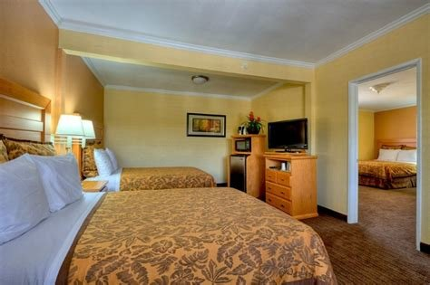 Best Two Bedroom Suites Near Disneyland Www Resnooze Com With Pictures