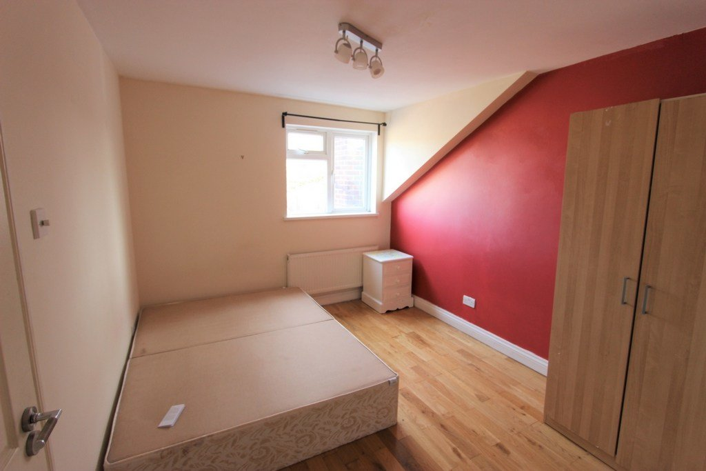 Best Property To Rent Brighton Road South Croydon Cr2 1 With Pictures