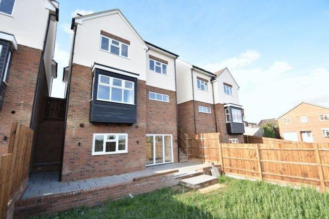 Best 4 Bedroom Detached House For Sale In Taunton Avenue Luton With Pictures
