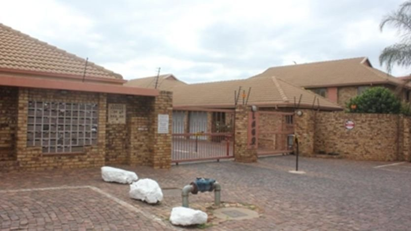 Best 3 Bedroom Apartment To Rent In Die Hoewes Centurion With Pictures
