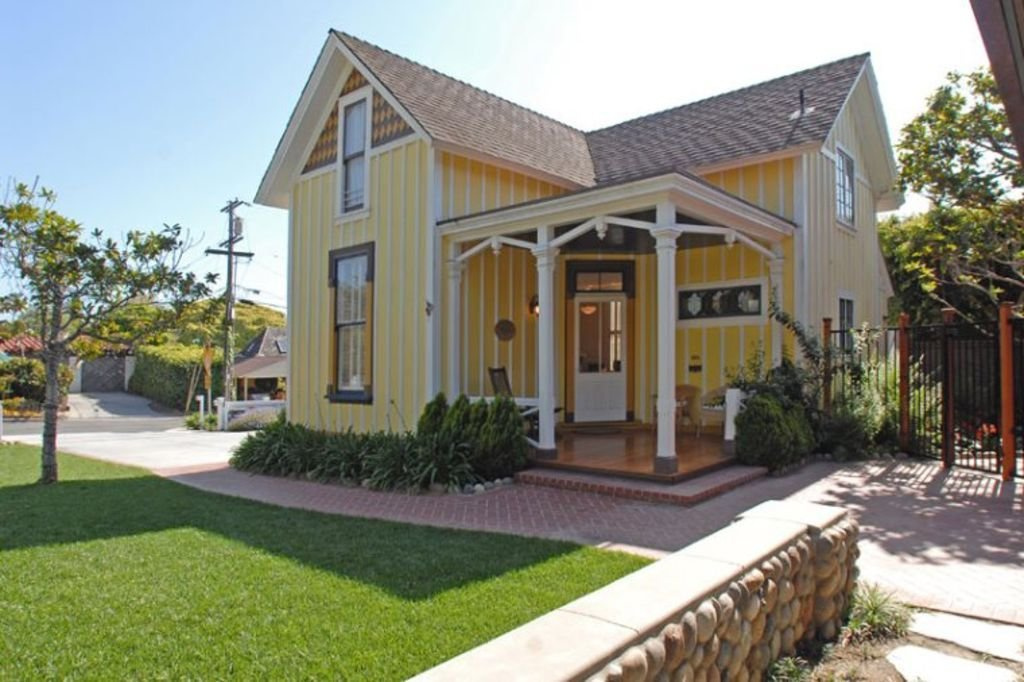 Best Victorian Cottage Outdoor Living Walk To Beach With Pictures