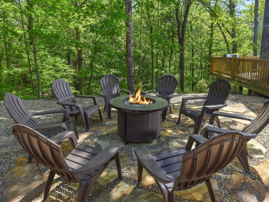 Best New To Vrbo 4 Bedroom Hot Tub Close To Everything Pigeon Forge Vrbo With Pictures