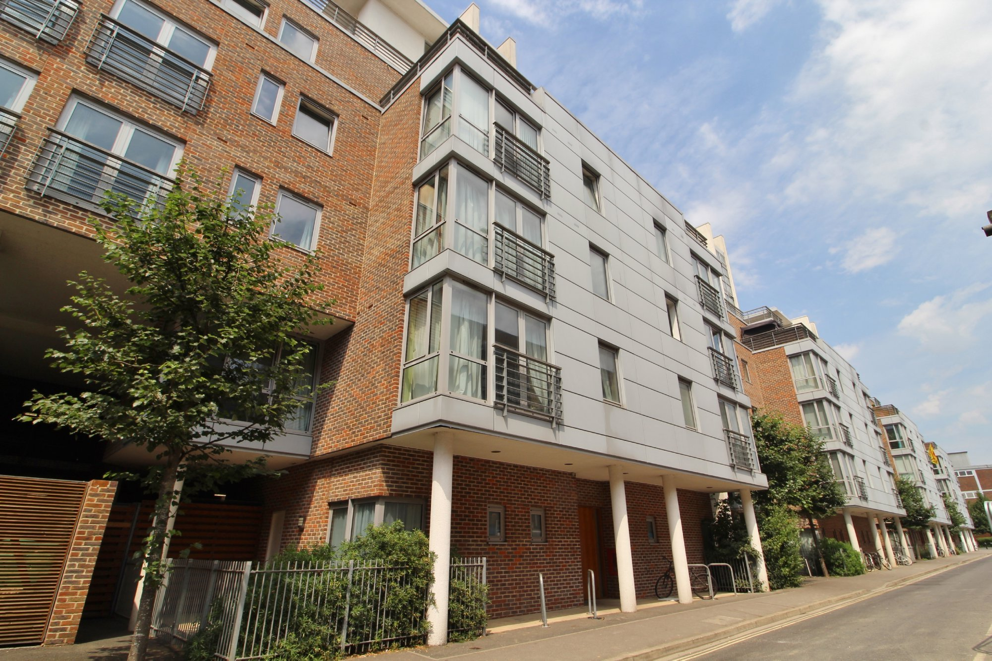 Best 2 Bedroom Flat To Rent Cross Street Portsmouth Po Po1 With Pictures