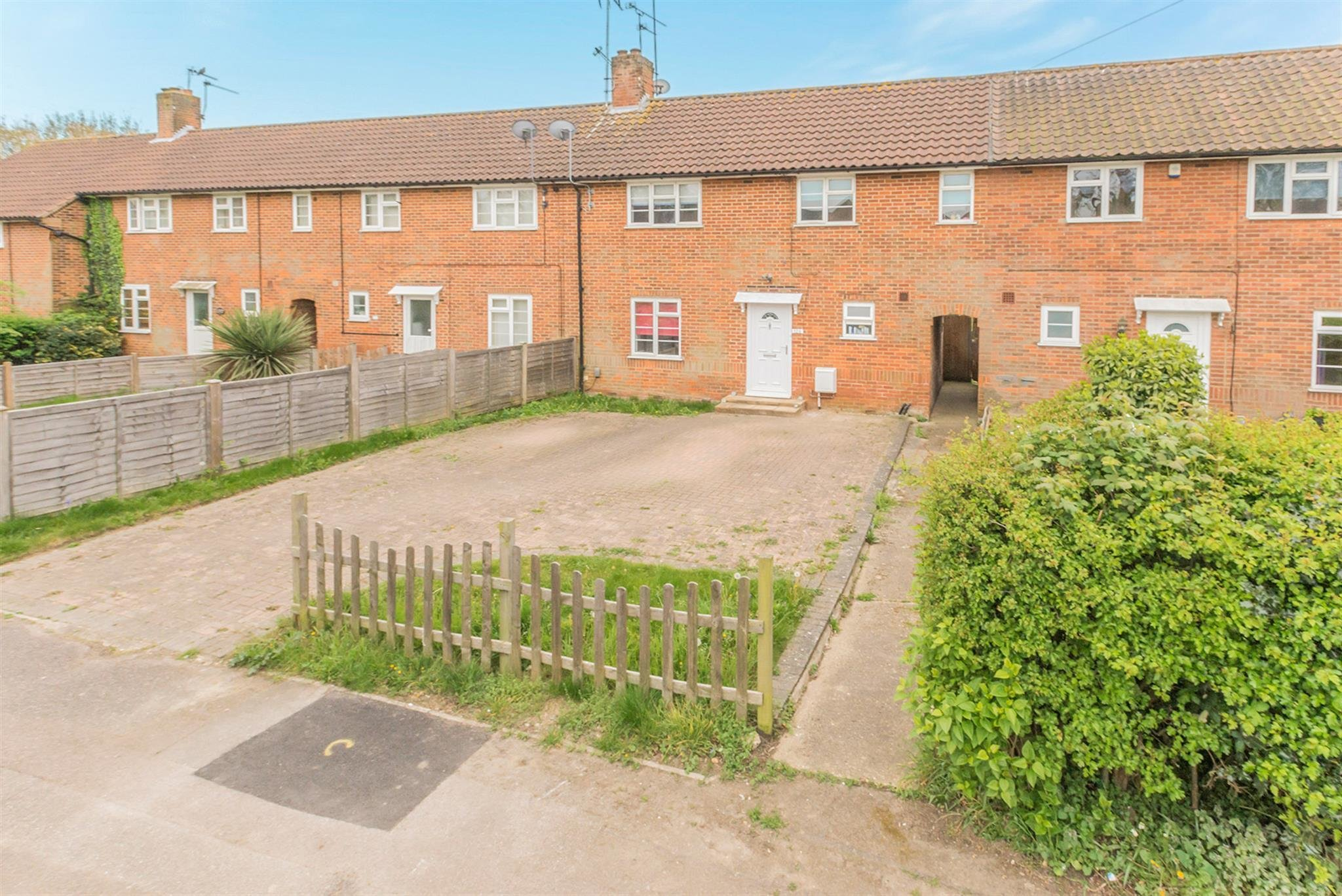 Best 3 Bedroom Terraced House For Sale Holwell Road Welwyn With Pictures