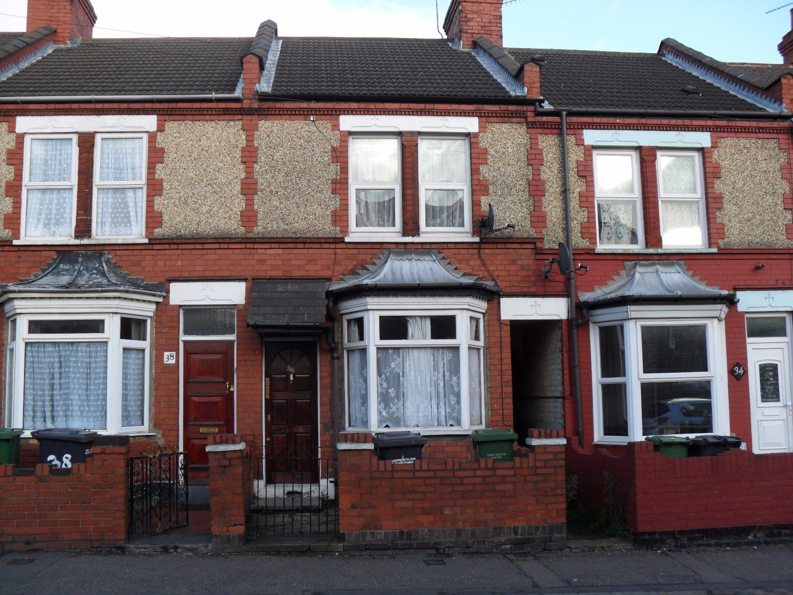 Best 2 Bedroom Terraced House To Rent Selbourne Road Luton Bedfordshire Lu Lu4 8Lp With Pictures