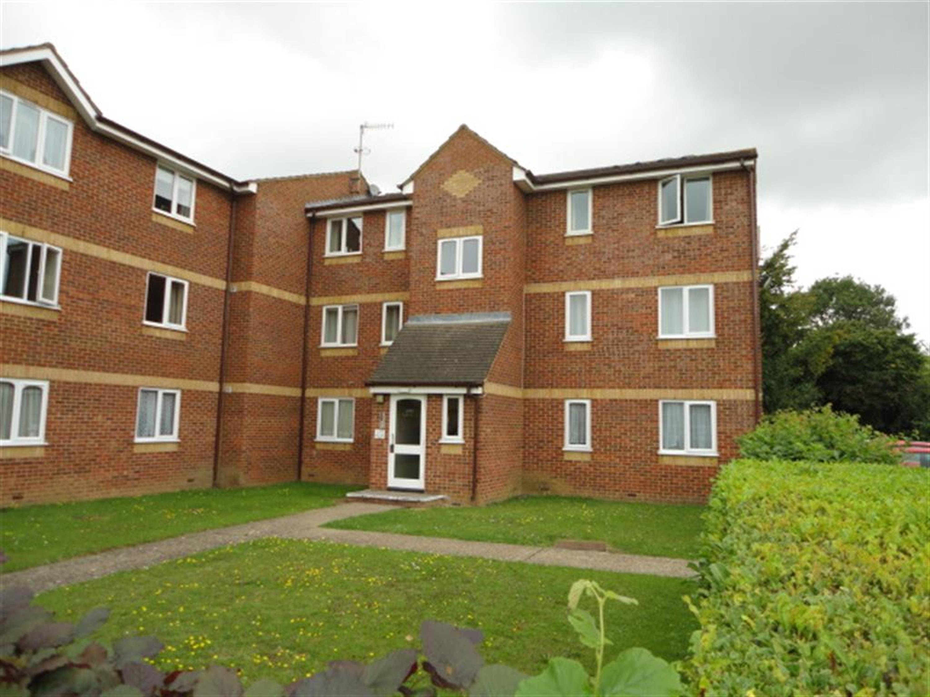 Best 2 Bedroom Flat For Sale Lowestoft Drive Slough Sl1 6Pe With Pictures