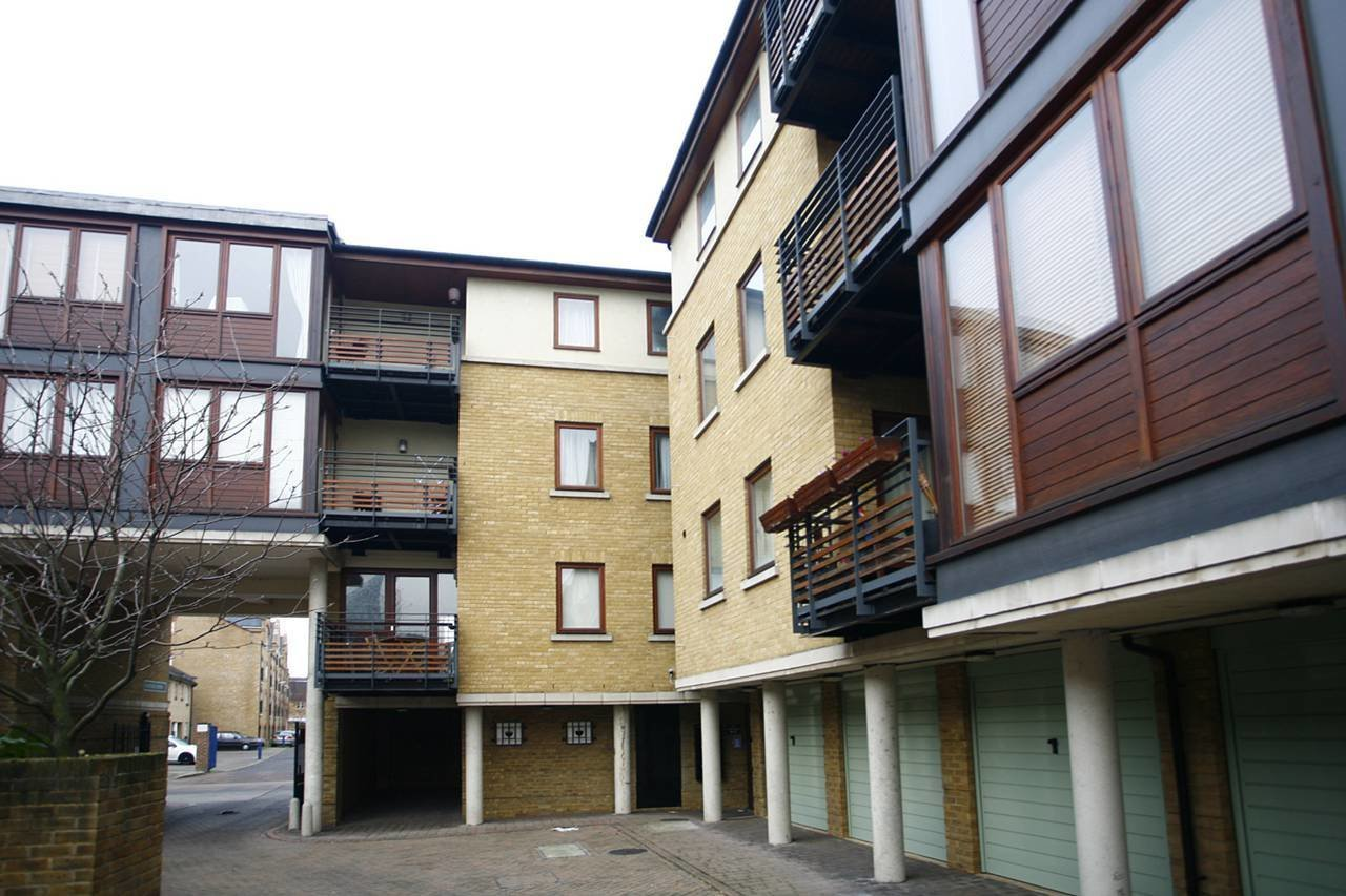 Best 2 Bedroom Flat To Rent Vantage Mews Canary Wharf E E14 With Pictures