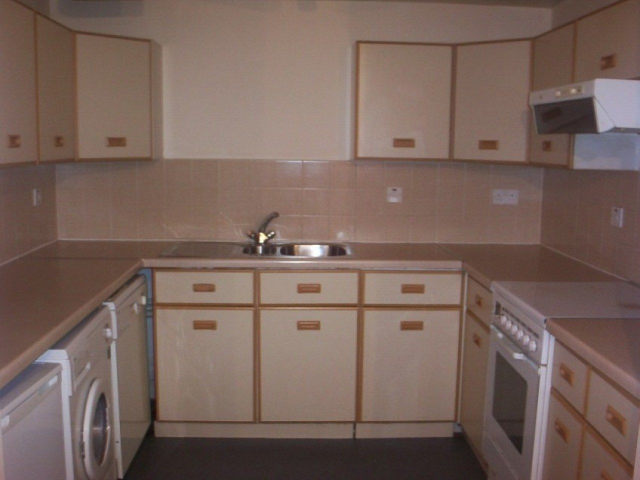 Best 2 Bedroom Apartment To Rent Akhtar House Oxford Road Flt With Pictures
