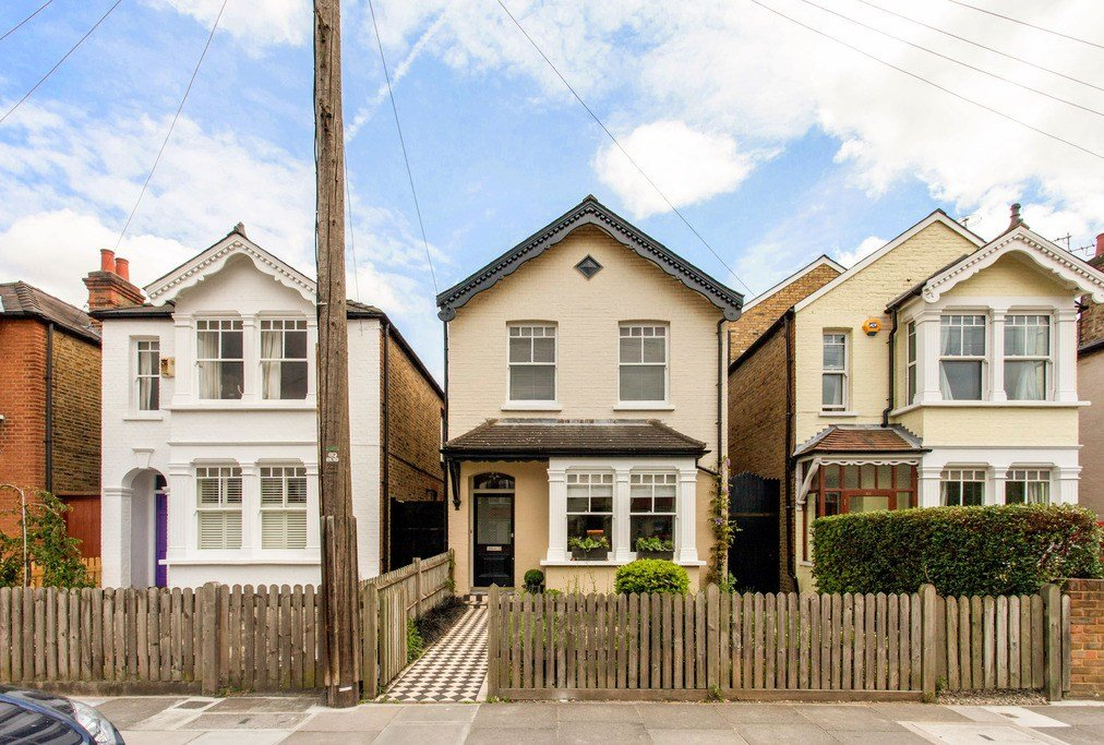 Best 3 Bedroom Detached House For Sale Gloucester Road With Pictures