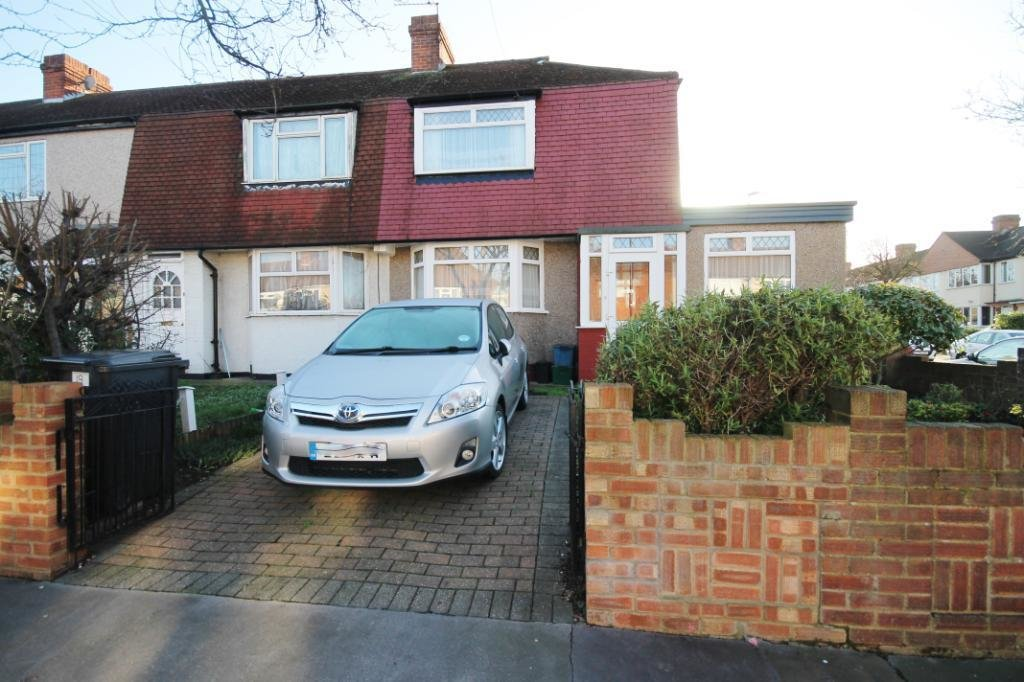 Best 3 Bedroom Semi Detached House To Rent Rosedene Avenue Croydon Cr0 3Dn With Pictures