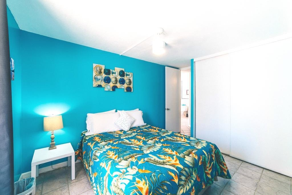 Best Price On 2 Bedroom Condo In The Waikiki Lanais In With Pictures