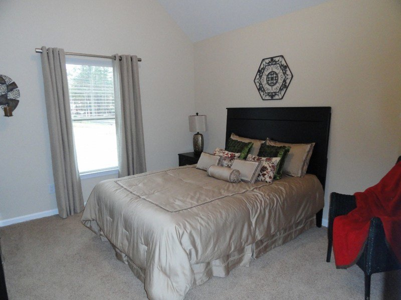 Best Staging Small Bedrooms Home Design 2 Sell With Pictures