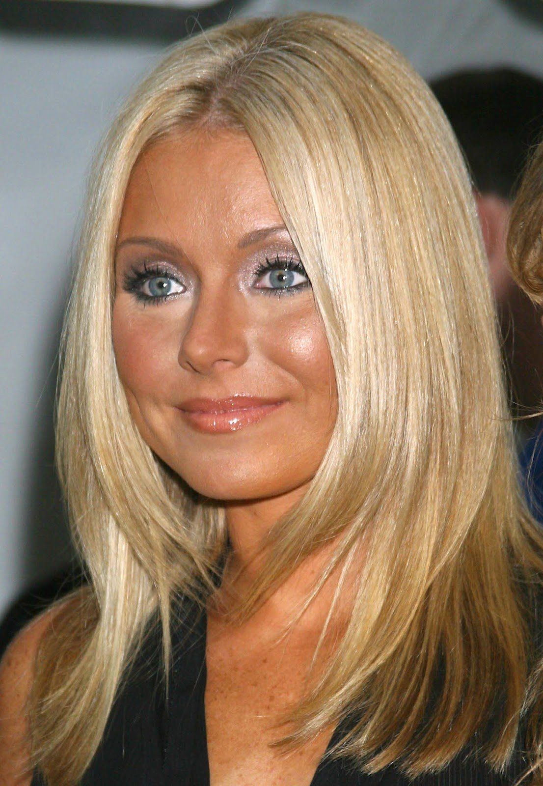 Free Damon Cool Picture Kelly Ripa Cuts Her Hair Beauty Wallpaper