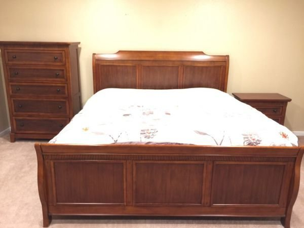 Best Cherry Wood Bedroom Set Furniture In Bellevue Wa Offerup With Pictures
