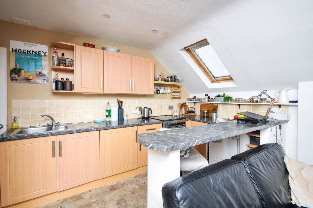 Best 1 Bedroom Top Floor Conversion Flat To Let In South With Pictures