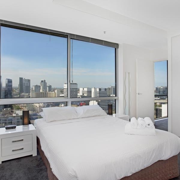 Best 2 Bedroom 2 Bathroom Apartment In Melbourne Cbd Collins With Pictures