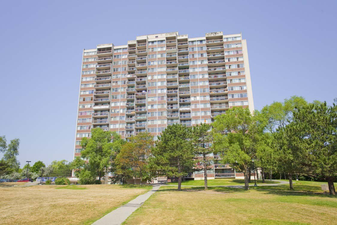 Best 3 Bedroom Apartments For Rent Mississauga At Park Royal With Pictures