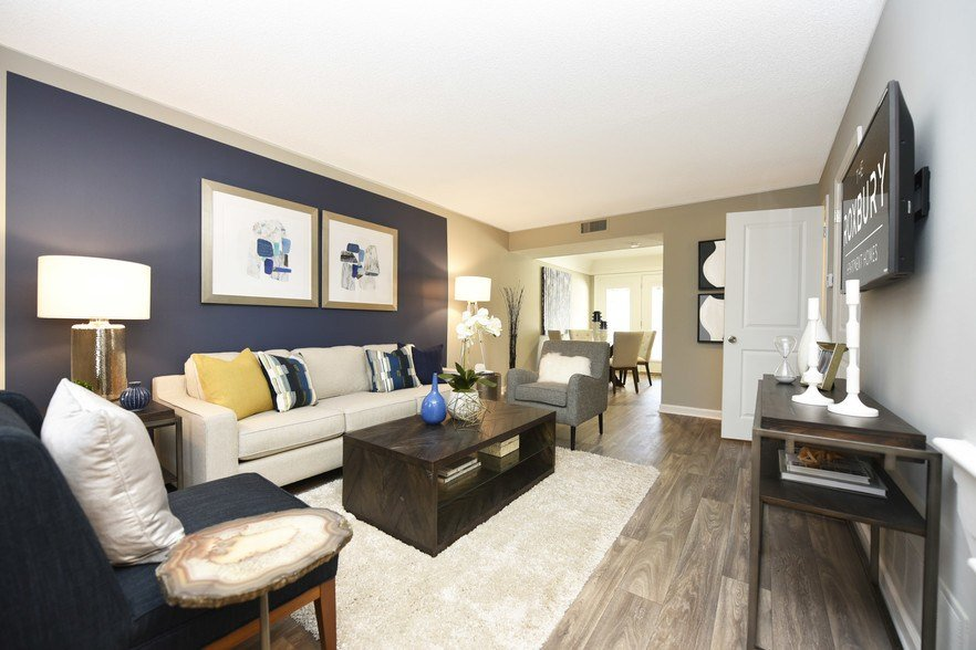 Best The Roxbury Memphis Tn Apartment Finder With Pictures