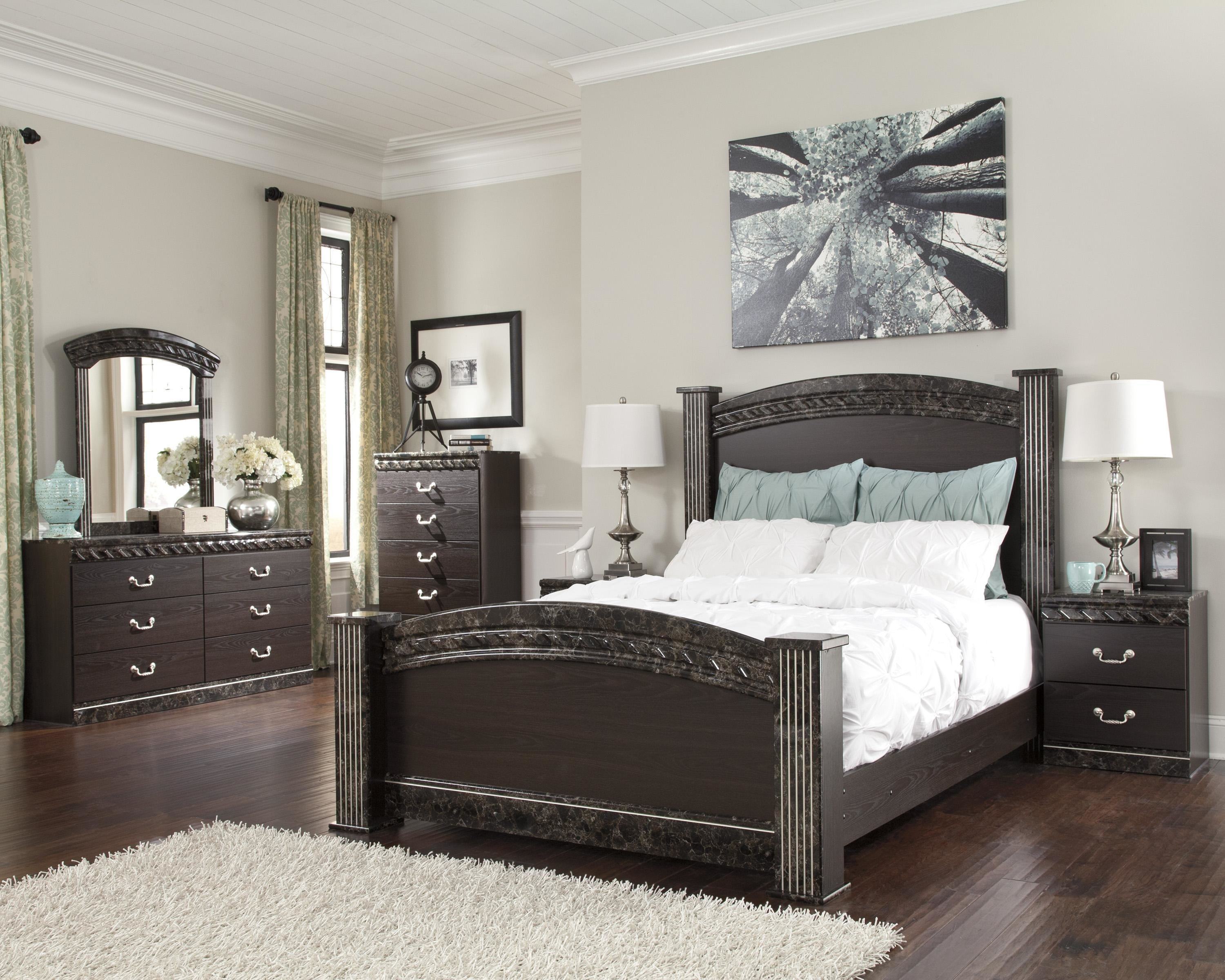Best Signature Design By Ashley Vachel Queen Bedroom Group With Pictures