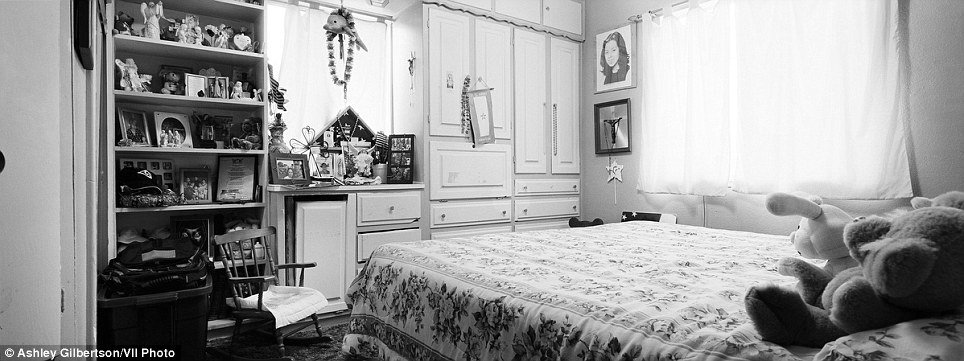 Best Bedrooms Of The Fallen Haunting Black And White Photos With Pictures