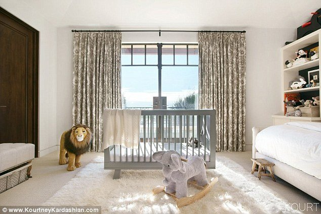 Best Kourtney Kardashian Shows Off Reign S Bedroom Daily Mail Online With Pictures