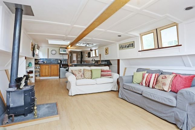 Best Packet Boat Marina Uxbridge Ub8 2 Bedroom Houseboat For With Pictures