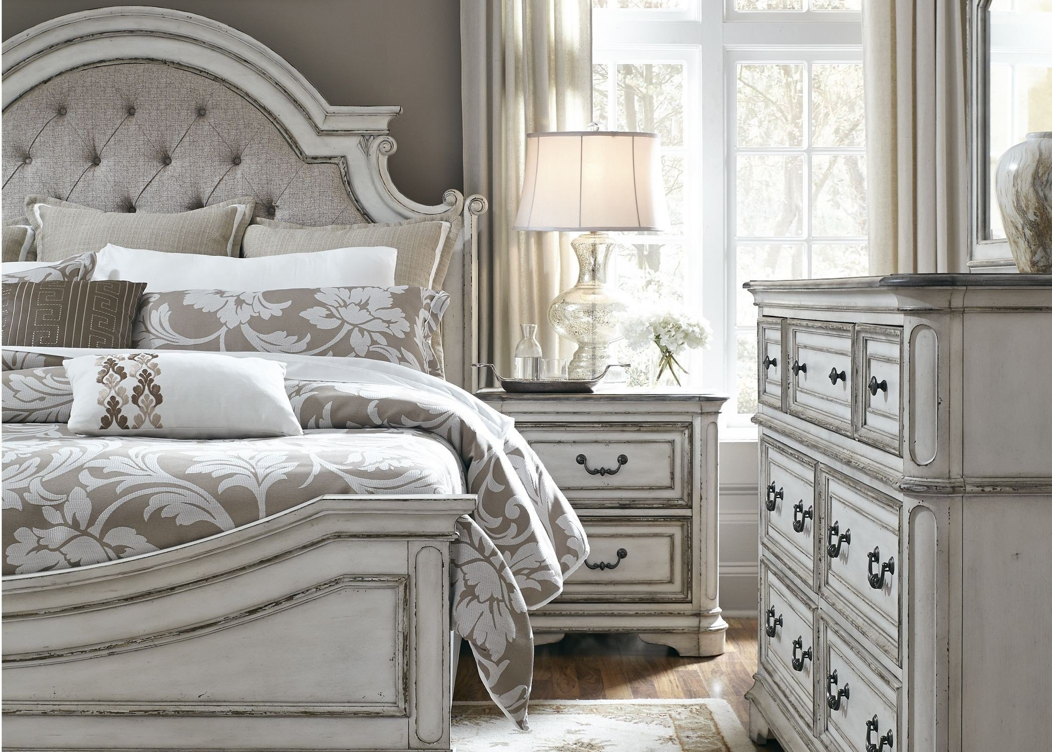 Best Magnolia Manor Antique White Upholstered Panel Bedroom Set With Pictures