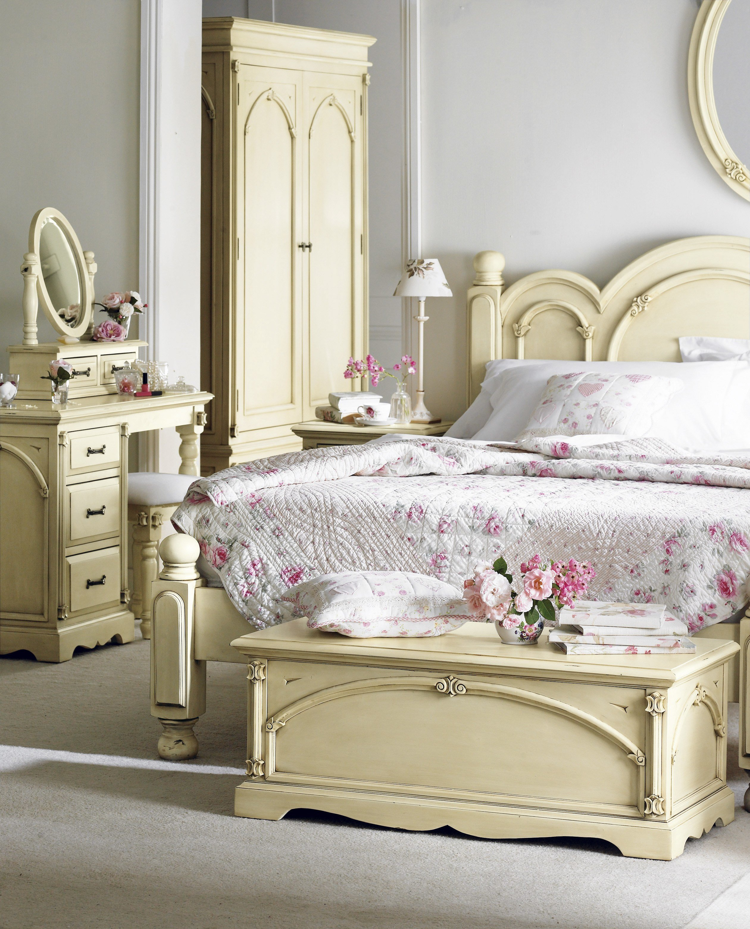 Best French Style Bedroom Furniture Harvezfurnishings With Pictures