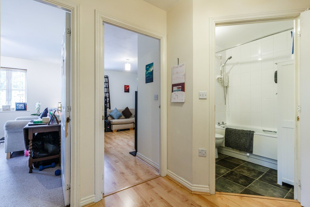Best 2 Bedroom Flat For Sale In Reid Close Hayes Ub3 London With Pictures