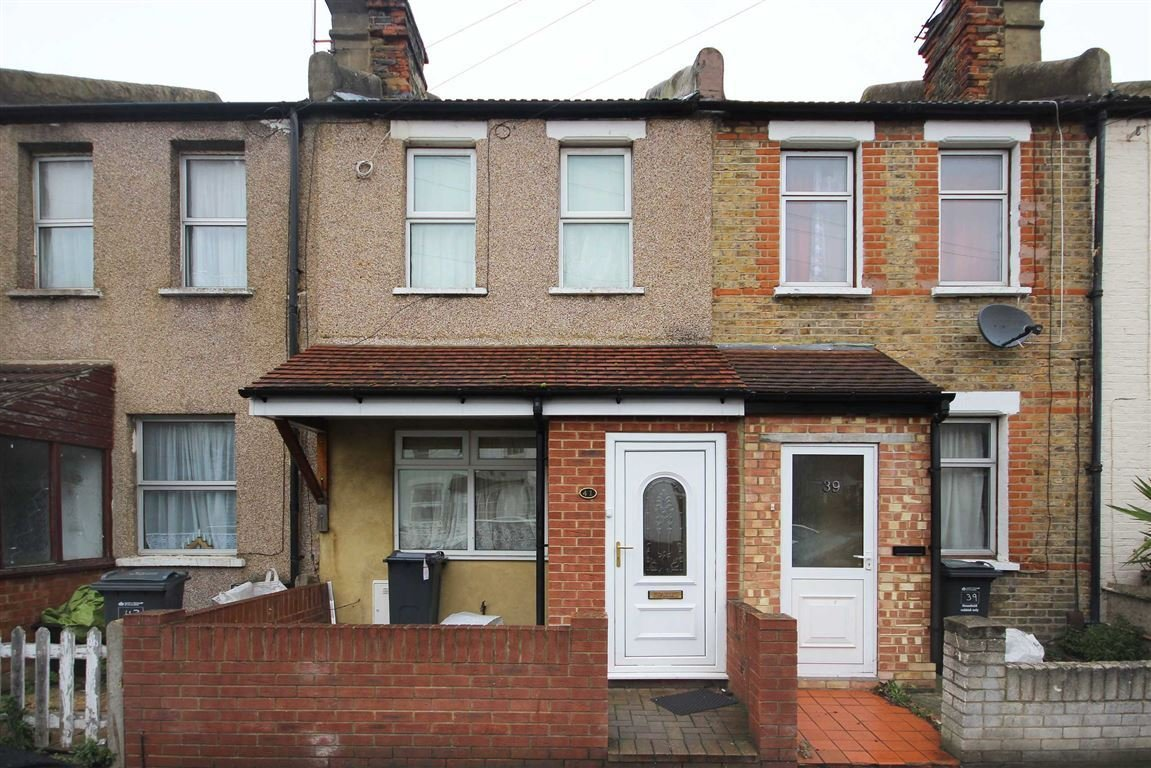 Best 3 Bedroom Terraced House For Sale In Myrtle Road Hounslow With Pictures
