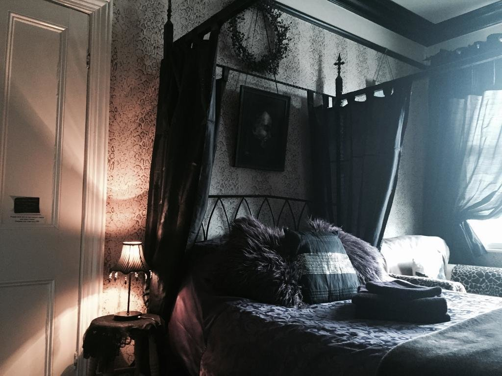 Best Guesthouse Bats And Broomsticks Whitby Uk Booking Com With Pictures