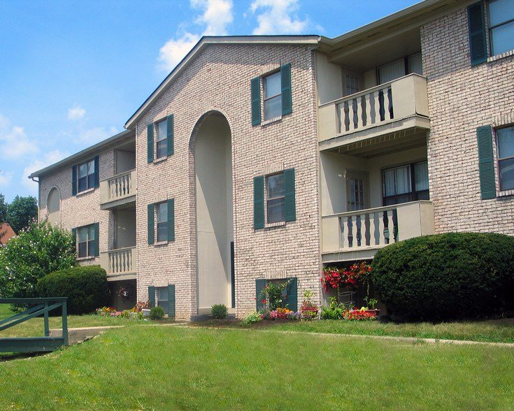Best Four Worlds Apartments Rentals Cincinnati Oh With Pictures