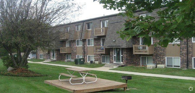 Best 1 Bedroom Apartments In Cedar Falls Iowa Landlords Of Black Hawk Inc Property Details Urban With Pictures