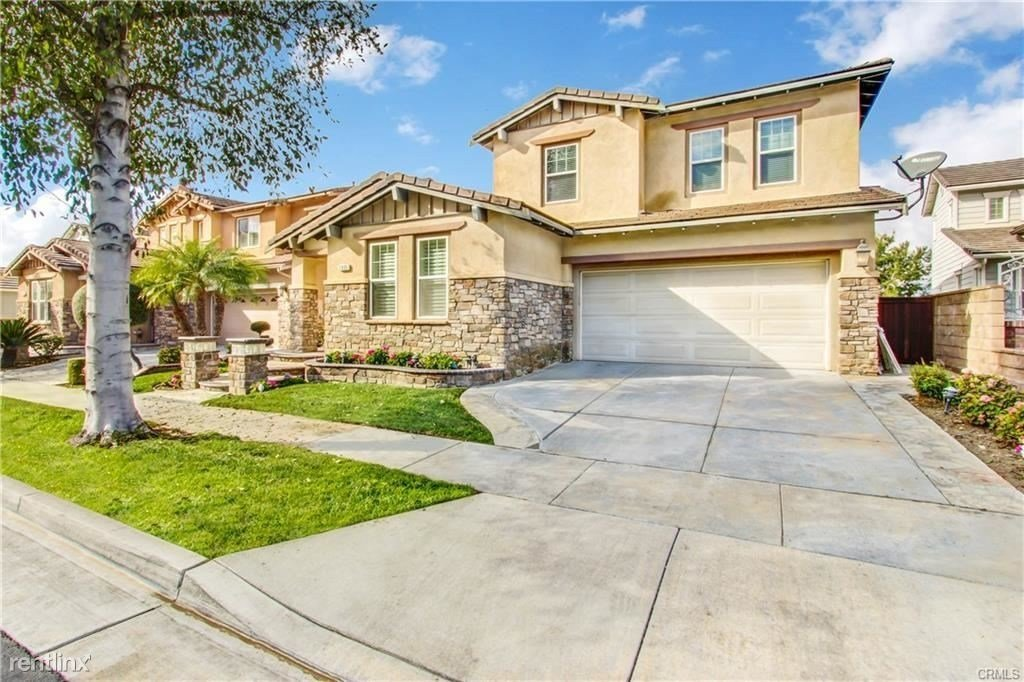 Best House In Fullerton 5 Bed 4 Bath 4200 With Pictures